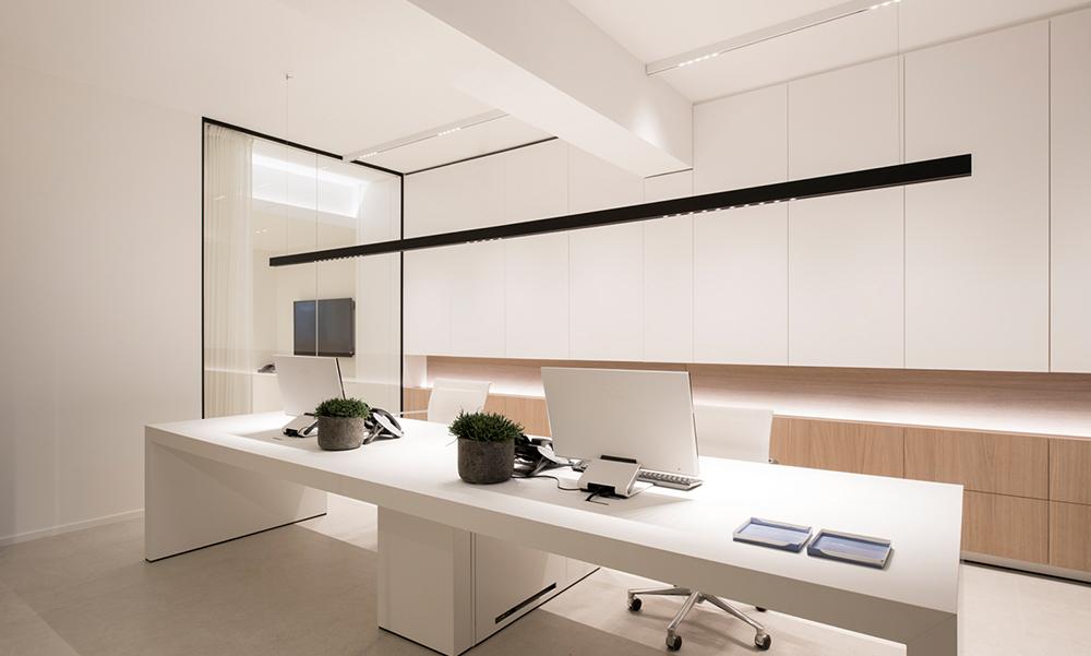 luksusowa minimalistyczna lampa do biura
